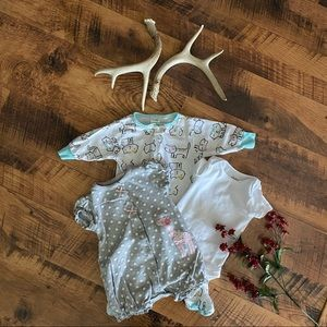 Carter's Baby Girls Size 3-6M Onesies Outfits Lot
